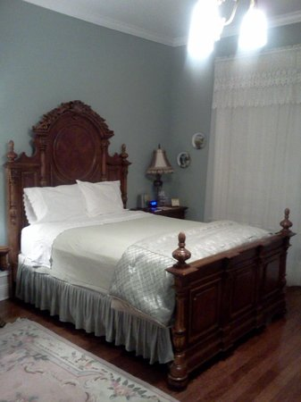 Trinkle Mansion Bed & Breakfast:                   Elegant bedroom fit for a southern belle