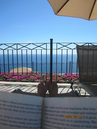 Pueblo Bonito Sunset Beach:                   Reading from Sky Pool