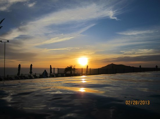 Pueblo Bonito Sunset Beach Golf & Spa Resort:                   Sunset in Sky Pool, best seat in town