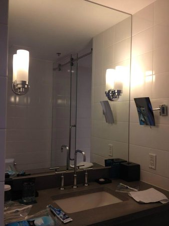 Kimpton Lorien Hotel & Spa:                   Mirror