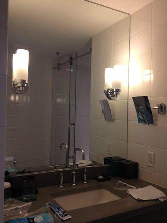 Lorien Hotel and Spa, a Kimpton Hotel:                   Mirror