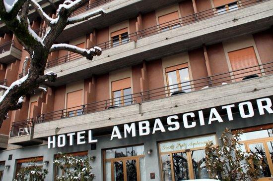 Grand Hotel Ambasciatori: front of hotel