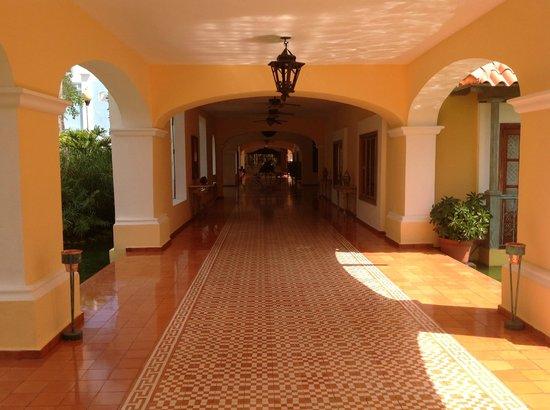 Iberostar Hacienda Dominicus: hallway