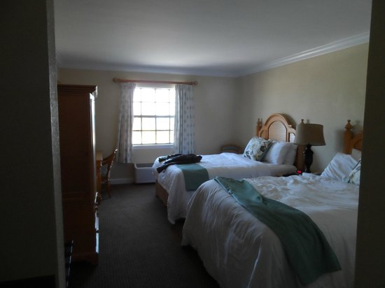 Inn On The Lakes:                   Room #303