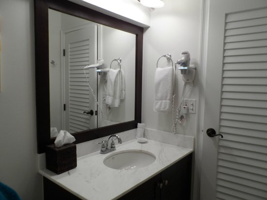 Inn On The Lakes:                   Bathroom Rm#303