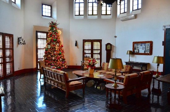 Hotel Playa de Cortes:                   Lobby with Christmas tree in early December 2012