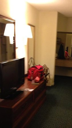 Best Western Savannah Gateway:                   There were bags in the room; the room was clearly occupied.