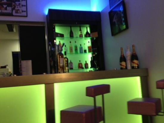 Music Hotel :                   bar