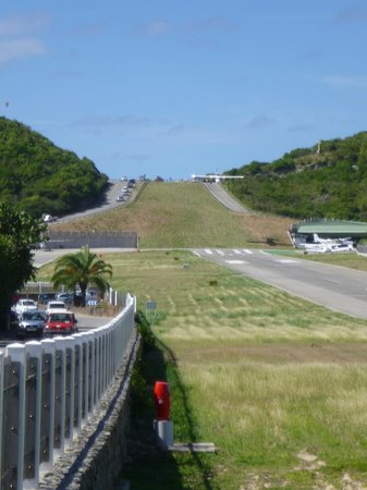 Tropical Hotel: airport at St. Jean beach