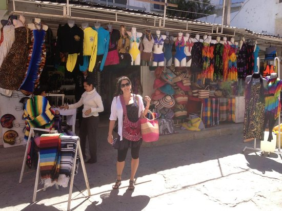 Hotel Riu Emerald Bay:                                     Shopping in the Goldenzone.