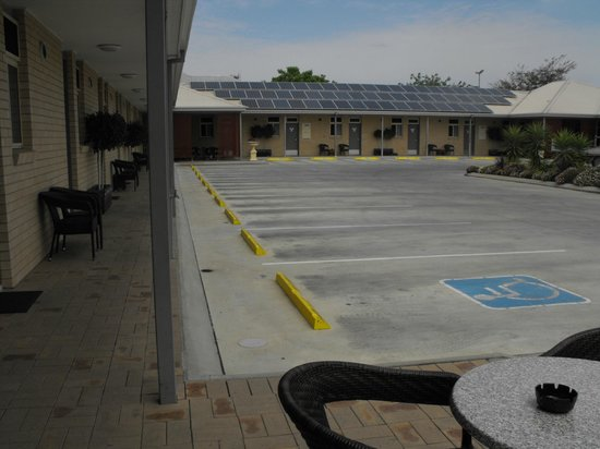 MAS Country Club Motor Inn: the inside of our complex