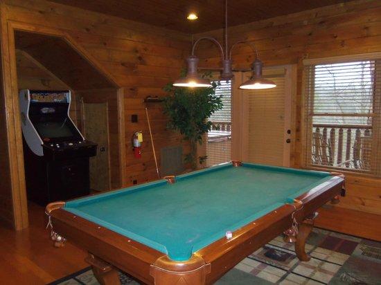Gatlinburg Falls Resort:                   Game room