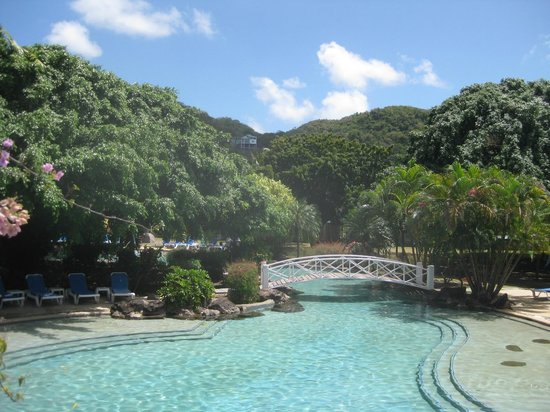 Radisson Grenada Beach Resort :                   Larger pool