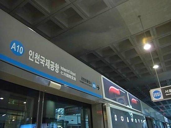 AREX (Airport Railroad Express):                   KORAIL一般列車ホーム