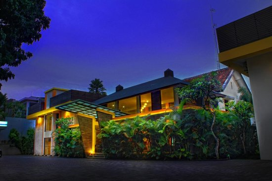 Grha Ciumbuleuit Guest House: Front View