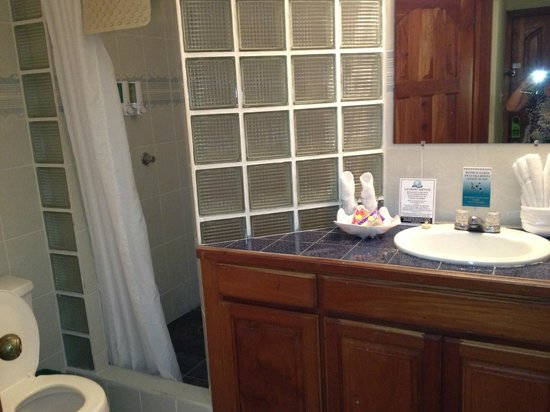 SunBreeze Suites: Bathroom