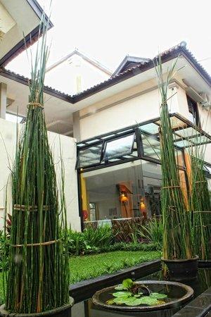 Grha Ciumbuleuit Guest House: Garden View