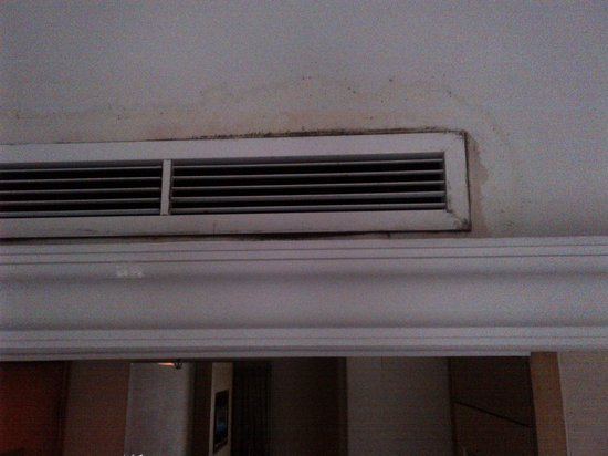 Novotel Singapore Clarke Quay: The not so clean vents full of mildew