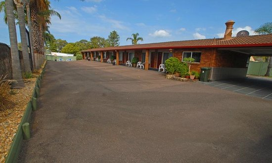 Wallarah Bay Motel:                   parking