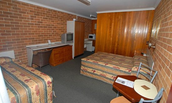 Wallarah Bay Motel:                   room
