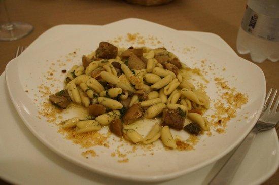 Hotel Feudo Vagliasindi:                   gnocchetti di semola con funghi porcini e mandorle tostate