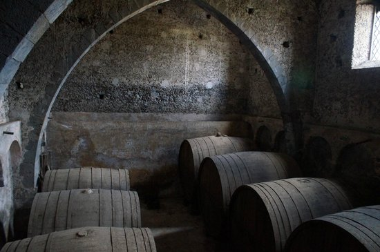 Hotel Feudo Vagliasindi:                   Old wine casks