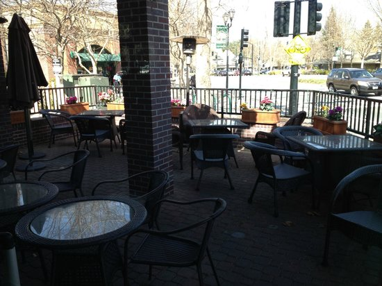 Akira Bistro - Danville : Outdoor Seating
