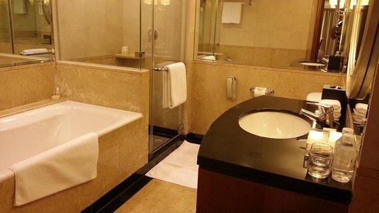 โรงแรมแกรนด์ไฮแอท ปักกิ่ง:                   The bathroom