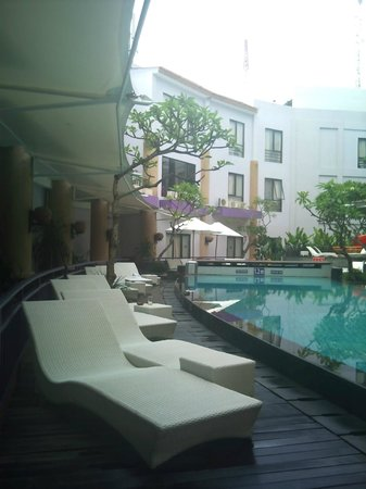 Kuta Central Park Hotel: Pool View downstairs