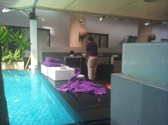 Kuta Central Park Hotel: The Pool Bar