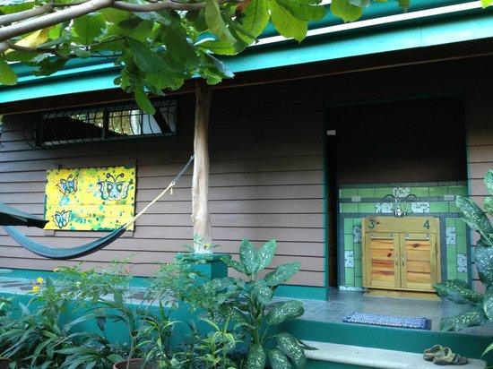 Paspartu CR Beach Hotel:                   Entra Habitacion desde el jardin                 