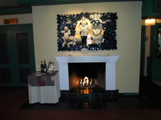Hotell Hadeland:                   The fireplace