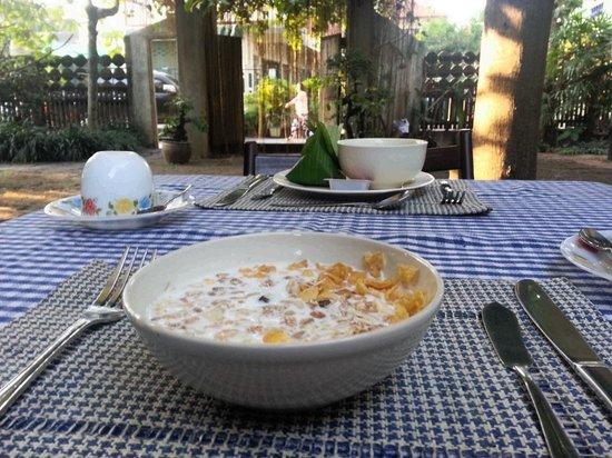 بان هانيباه:                                     breakfast is served                                  