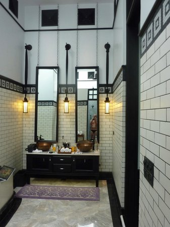 The Siam:                   bathroom