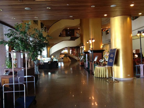 Royal Phuket City Hotel:                   Lobby area