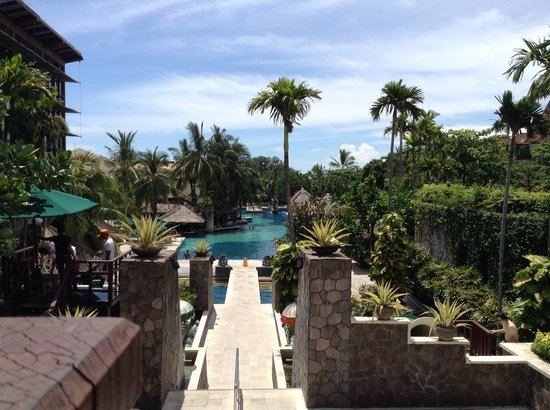 Hard Rock Hotel Bali:                   Heading down to the pool