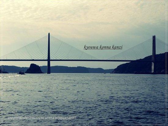 Marinepal Yobuko :                                                                         ジーラ船上から見た呼子大橋