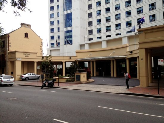Four Points by Sheraton Sydney, Darling Harbour:                                                       Main entrance