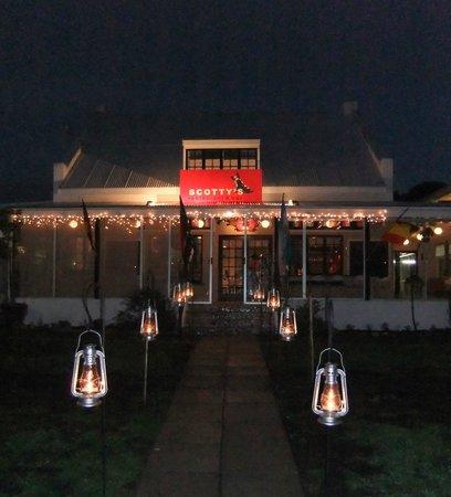 Scotty's Restaurant & Bar: Scotty's at night