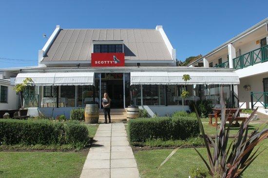 Scotty's Restaurant & Bar: Scottys entrance
