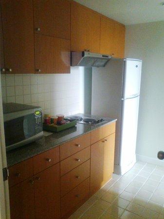 ชาเทรียม เรสซิเดนซ์ กรุงเทพ สาทร:                   well equipped kitchen