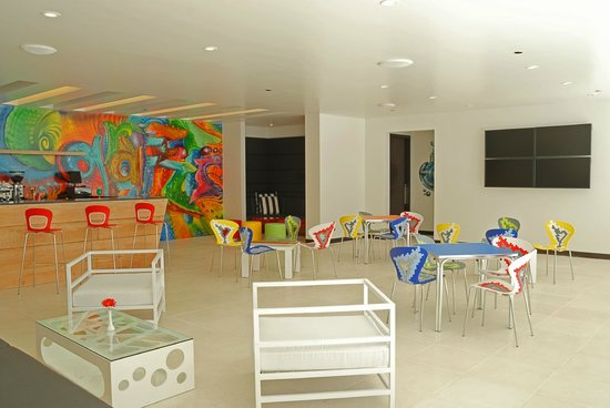 Park Inn by Radisson San Jose: Graffiti Pool Lounge
