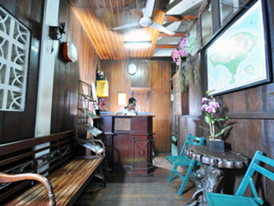 Jesen's Inn 1 Bar and Restaurant: Reception desk
