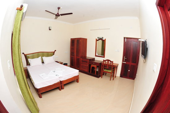 Searock Beach Resort: Air Conditioning Deluxe Sea View Room