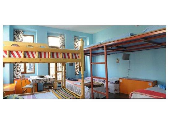 Chillout Cengo Hostel: 10 Bedroom Dorm