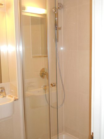 Park International Hotel :                   la doccia