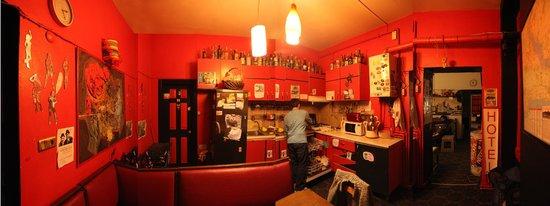 Chillout Cengo Hostel: Kitchen