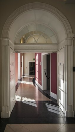 Theatre Royal: Crossover from vestibule to foyer