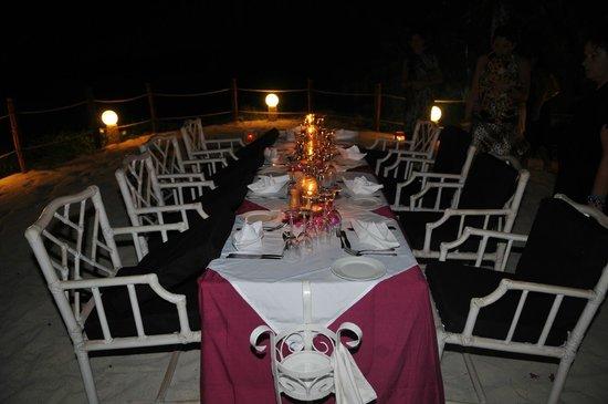 papa Remo:                                     La tavola apparecchiata in spiaggia