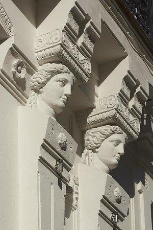 Hotel De Nell: Détail de facade